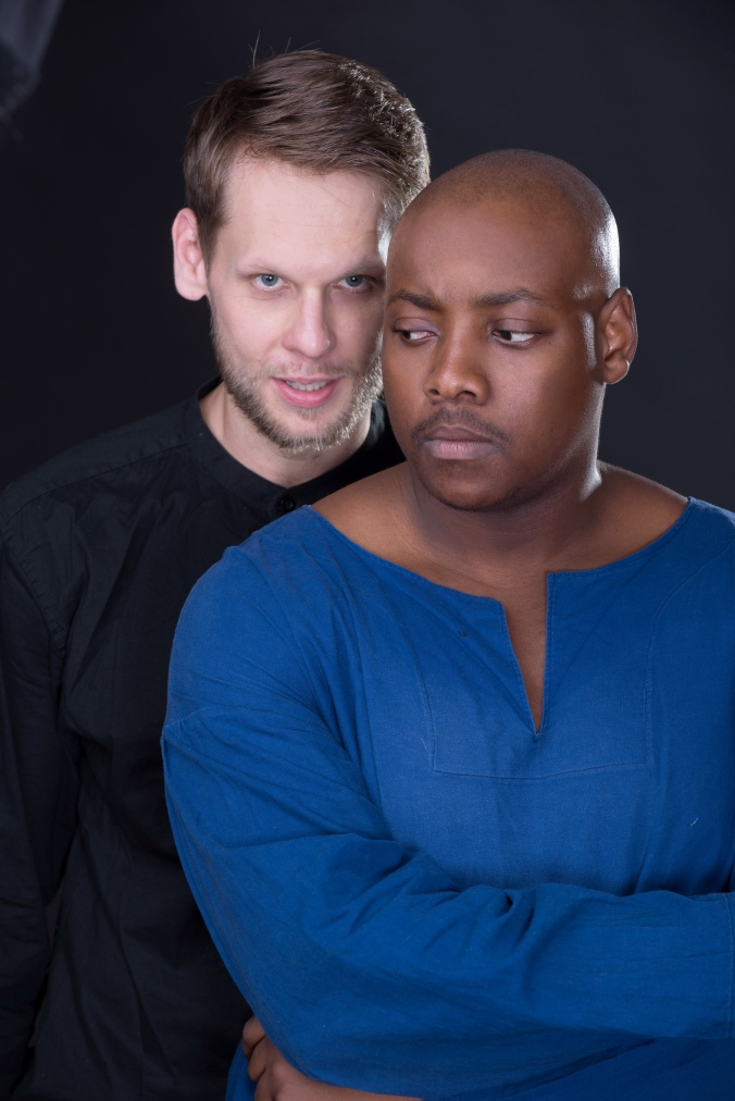 chris-van-rensburg-as-iago-with-nhlakanipho-manqele-as-othello-pic-by