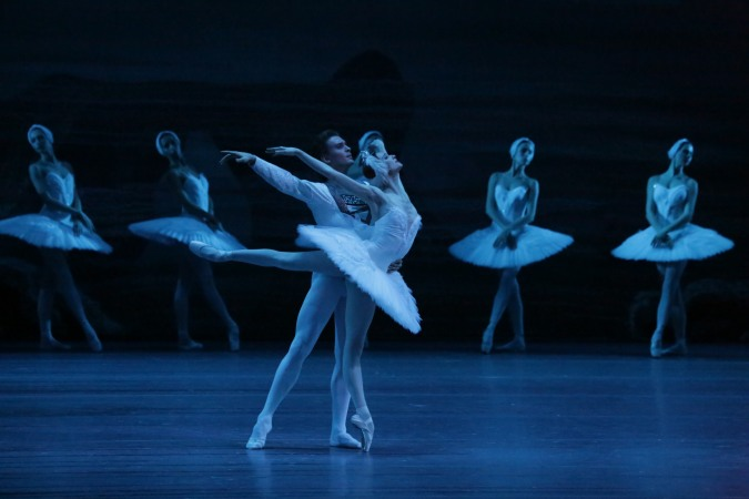 swan-lake-5-bol_swan_lake_official_hd_svetlana_zakharova_and_denis_rodkin_cdamir_yusupov