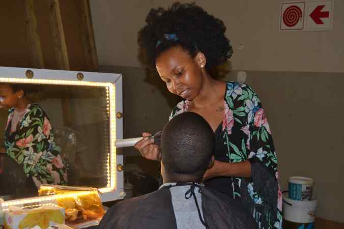 trainee-pinky-sozombile-in-the-make-up-department-on-the-set-of-uzalodsc_6264